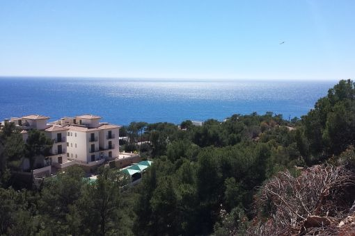 Double plot in Puerto de Andratx with stunning sea views