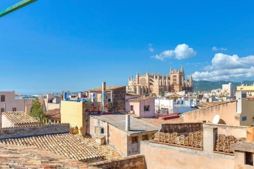 Three-storey penthouse with a lovely roof terrace in an excellent old-town location
