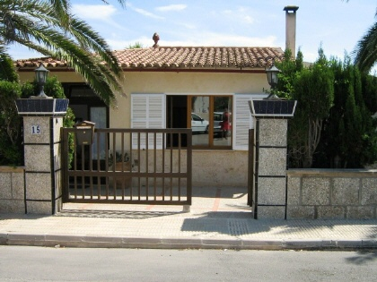 House with lots of potential close to the beach in Cala Llombards
