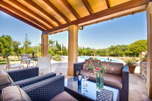 Lounge area on the covered terrace