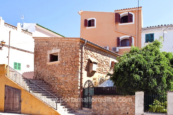 Nice townhouse with ample views over the village