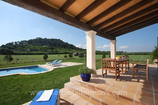 Furnished country house in the best construction quality with oil central heating and swimming pool