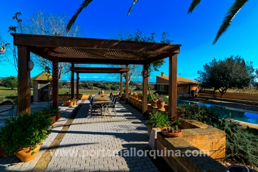 An extraordinary finca with a guest house and panoramic views
