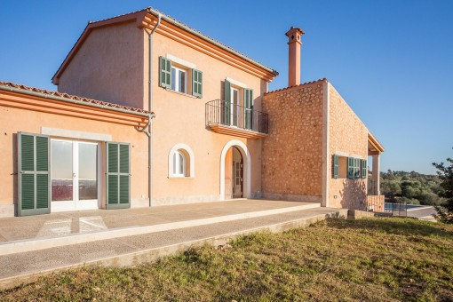 New built villa with large plot and sea views near Palma