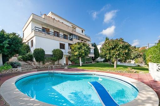 Superb property of 3 independent flats with pool and spacious garage en La Bonanova