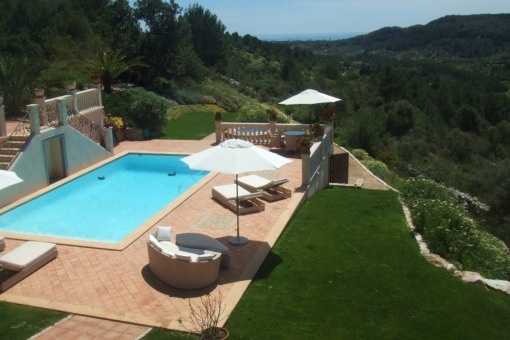 Dreamlike country-style villa with views up to the sea and lots of privacy in Son Maciá