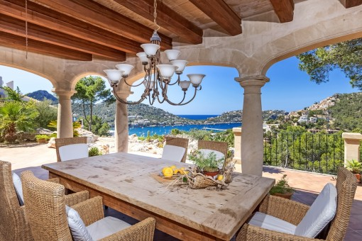 Breathtaking country house with fantastic sea and mountain views in Puerto Andratx