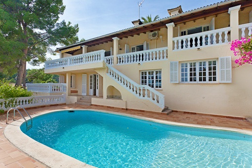 Large sunny house of 700 sqm on a plot of 2.038 sqm with a magnificent garden in Son Vida