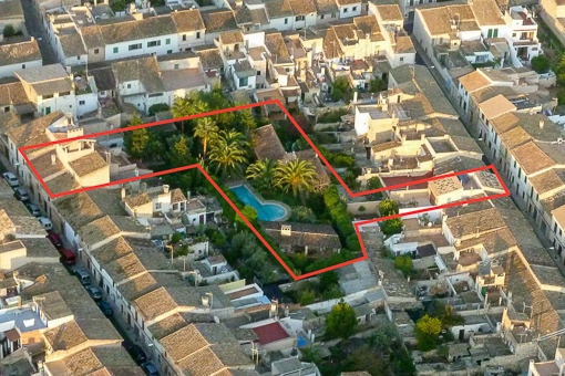Bird's-eye-views to the property with 3 houses
