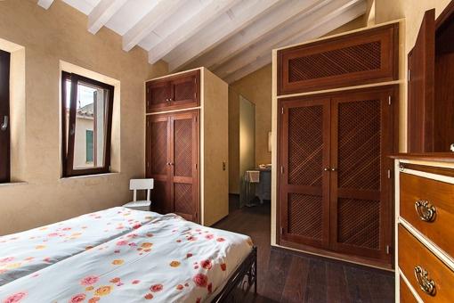 Elegant bedroom with bathroom en suite