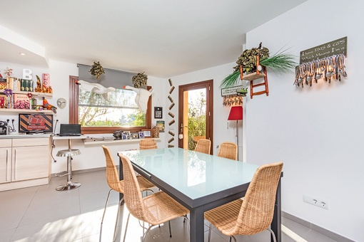 Dining area beside the kitchen
