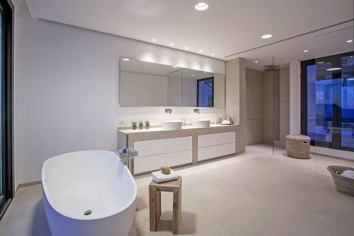 Elegant bathroom with bathtub