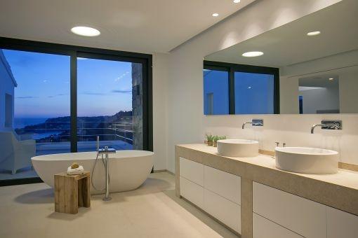 Mediterran sea views from the bathroom