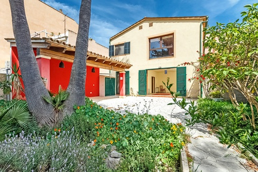 Lovely finca-style town house with large garden in Andratx