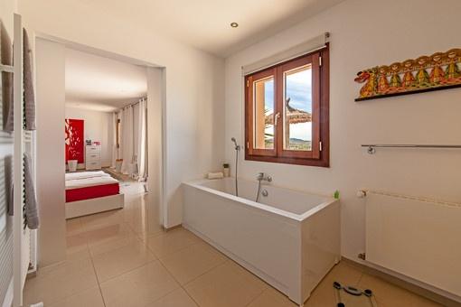 Bright bathroom en suite