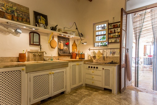 Rustic kitchen with access to the terrace