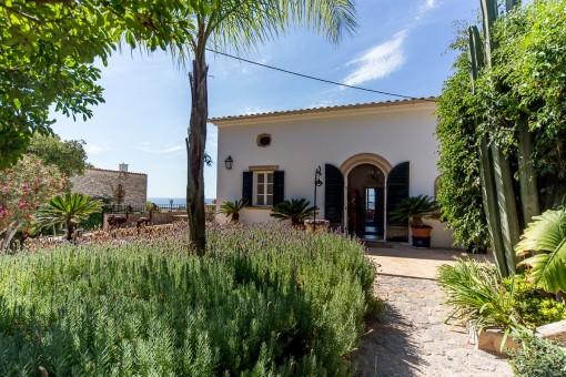 Beautiful Villa with personality and great sea views in La Bonanova
