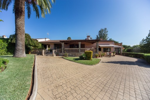 Beautiful rustic Finca with pool and tennis court