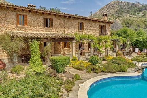 Rustic, modernly equipped Finca in an absolutely private location in Andratx