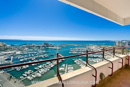 Breathtaking sea-view apartment on the 1st sea line in Portixol