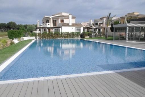 Live right on the golf course of Marina Golf Santa Ponsa
