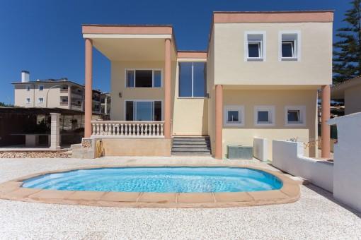 Villa with sea views close to the sea