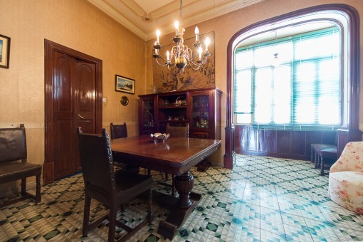 Large apartment with a lot of potential in Santa Catalina