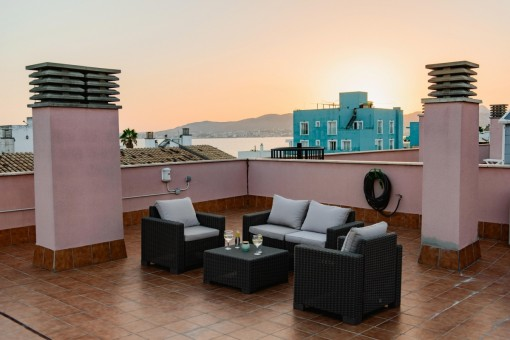 Beautiful apartment above the roofs of Ciudad Jardin with roof terrace and brilliant views over the bay of Palma