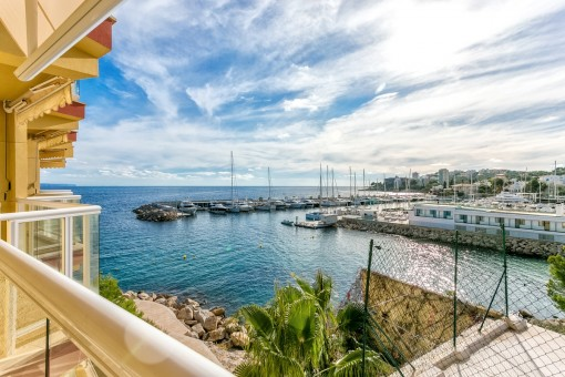 New breathtaking apartment with sea view terrace