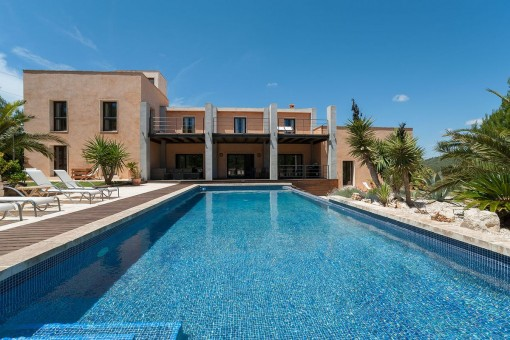 Luxurious finca in an elevated position with renting licence near Portocolom