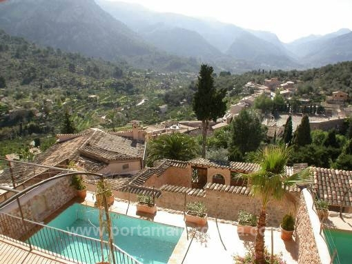 Semi detached houses with pool, garage and incredible views at Fornalutx