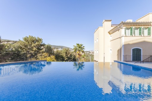Beautiful ground floor apartment with garden and pool in an exclusive residential complex in Bendinat