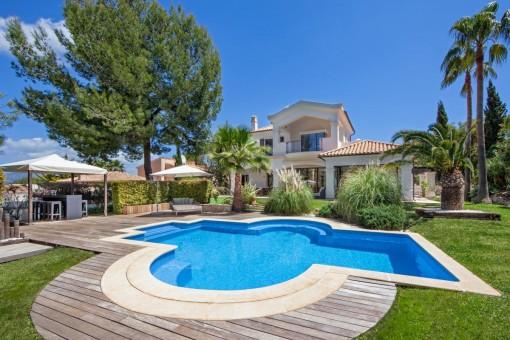 Luxury villa in excellent location in Santa Ponsa