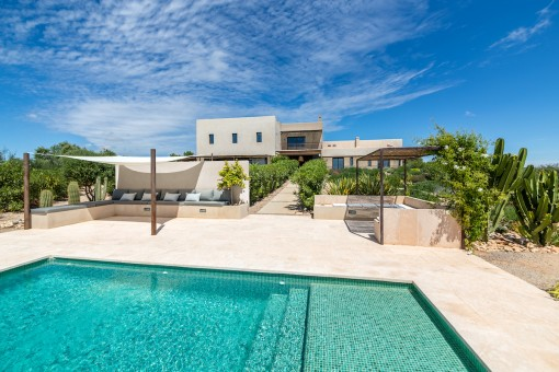 Designer-country house with breathtaking views and a holiday rental licence in Ses Salines