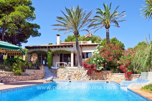 Delightful villa with panoramic views of the sea and the beach