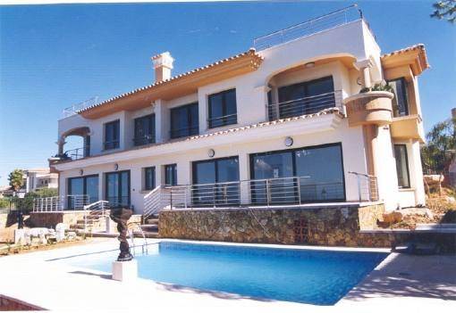 Modern detached house with swimmingpool in front line of the sea in Bahia Azul
