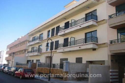 Spacious ground floor apartment with terrace in quiet location in El Molinar