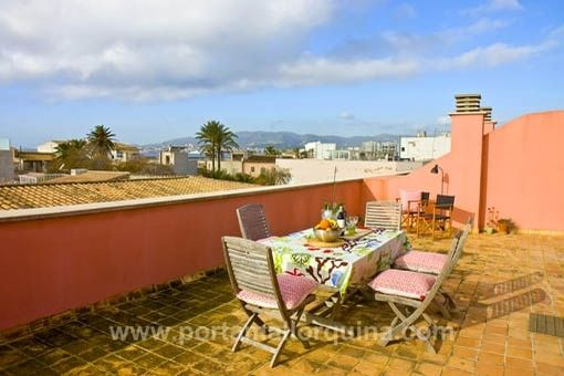 Modern, bright penthouse apartment with large roof terrace, sea views and garage in Portixol