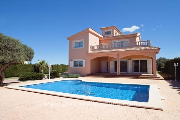 Delightful villa with pool and panoramic views in Sa Torre
