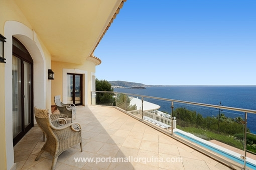 Villa on the sea front with stunning views