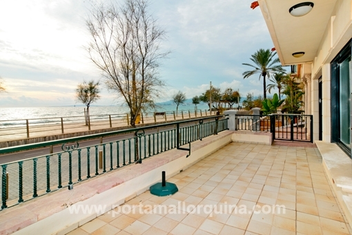 Stunning apartment with sea views directly on the promenade of Portixol/Molinar