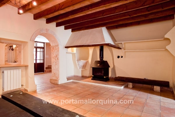 Well-kept townhouse centrally situated in Sineu