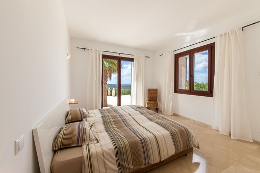 Large master bedroom with access to terrace