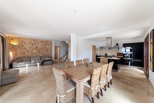 Very spacious living and dininig area