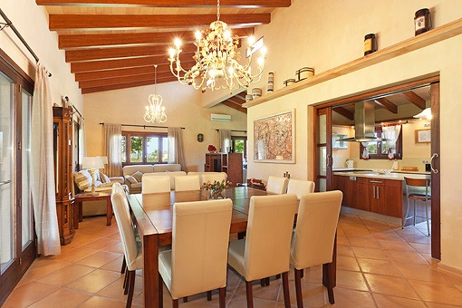 High ceilings with wooden beams in the living/dining room