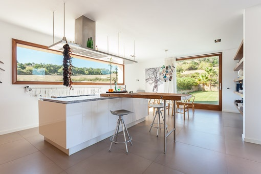 Open kitchen with cook island