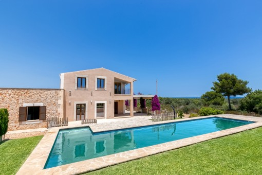 Unfurnished, newly-built Finca with sea views, pool and oil-fired central heating
