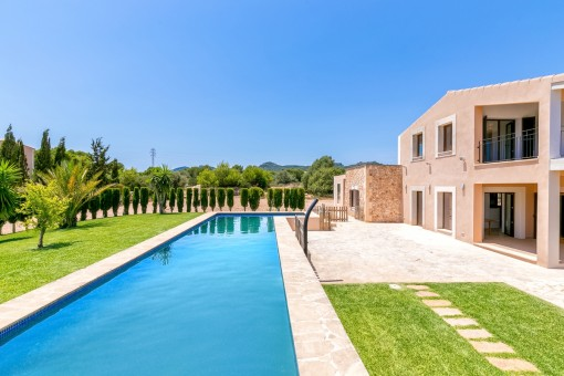 Unfurnished, newly-built Finca with sea views, pool and oil-fired central heating in Portocolom