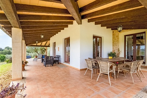 Spacious covered terrace