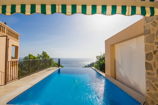 Infinity pool with sea views